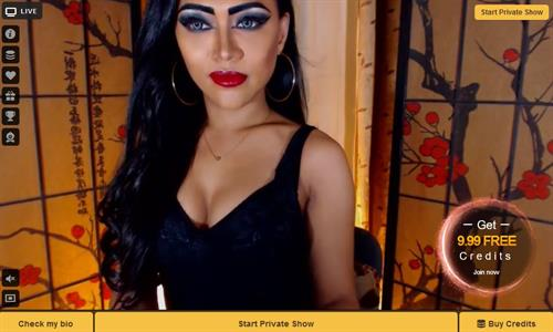 A seductive looking transgender with pouting red lips models on MyTrannyCams.com
